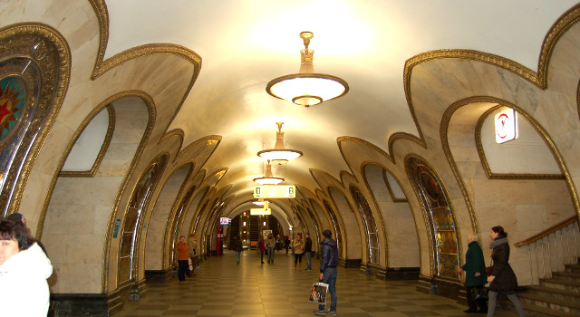 女一匹シベリア鉄道の旅 駅のホーム